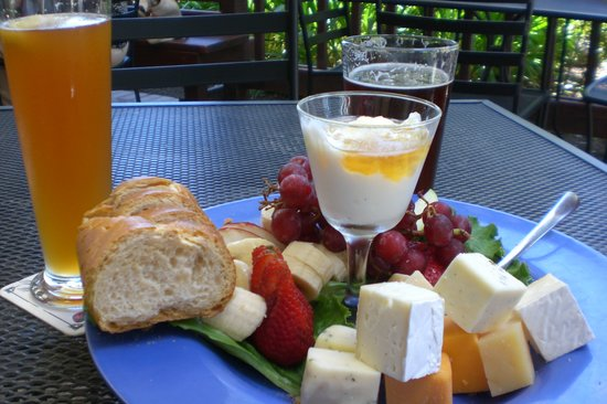 Bear Republic Brewing Company: The cheese plate