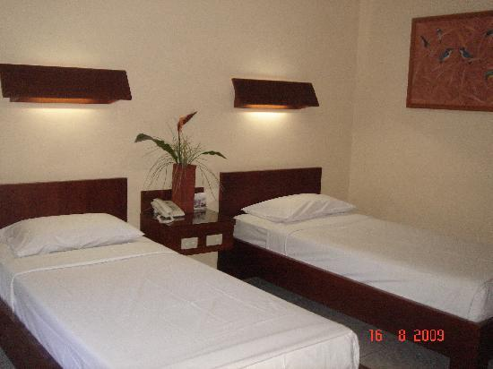 Paradiso Beach Inn: Twin bed room on ground floor