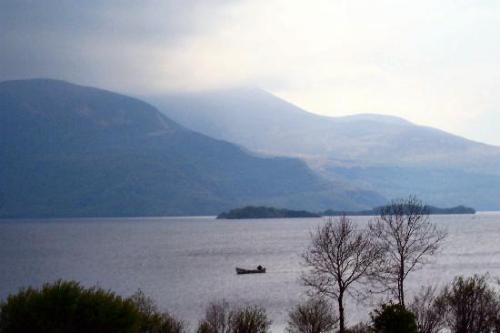Killarney Plaza Hotel and Spa: Lake beside Muckross House, in Killarney