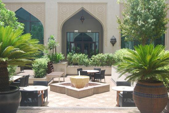 Manzil Downtown: Hotel Courtyard