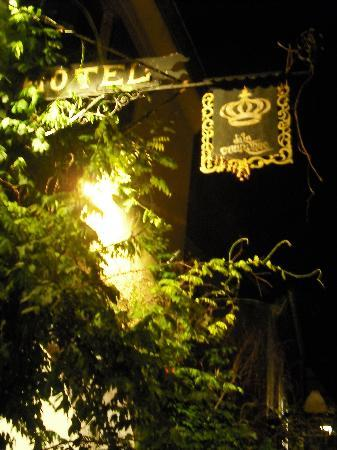 Hotel De La Couronne: hotel sign lit up at night