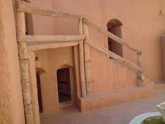 Hotel Marhala: Cave rooms on two levels, seen from the courtyard