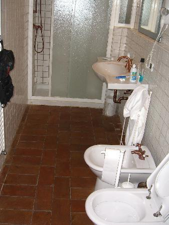 Musella Winery & Country Relais: Bathrooms are spacious and fully equipped.