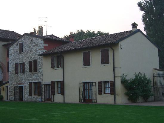 Musella Winery & Country Relais: Another building used for lodging.
