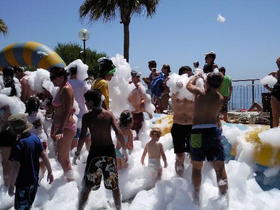 Holiday World Polynesia Hotel: fiesta de la espuma