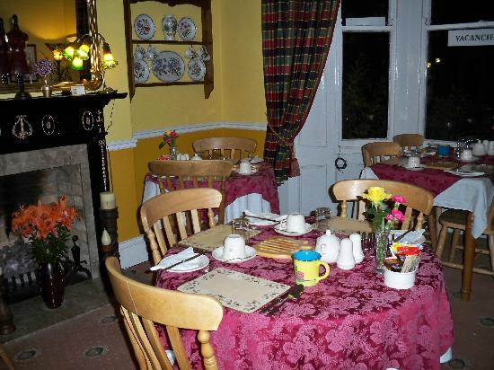 Avondale Guest House: dining room