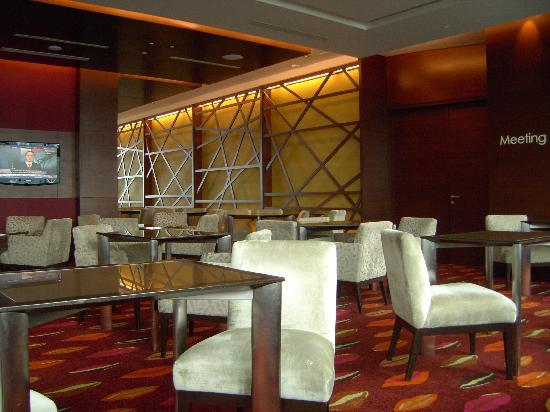 traders hotel kuala lumpur club lounge lage der kreditinstitute griechenlands