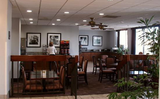 Quality Inn Medical Park: breakfast area