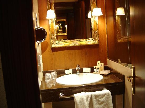 Hotel Plaza Andorra: Baño