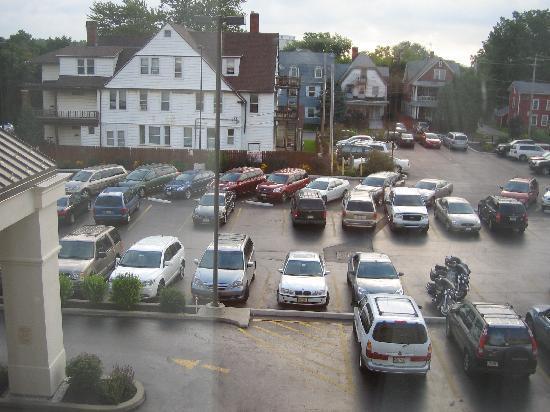 Hampton Inn Niagara Falls : Parking lot view