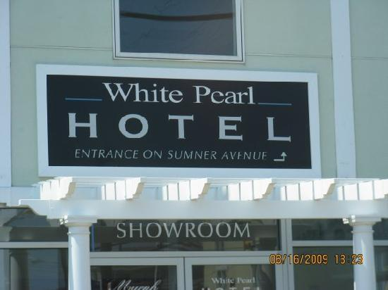 The White Pearl Hotel: Side door