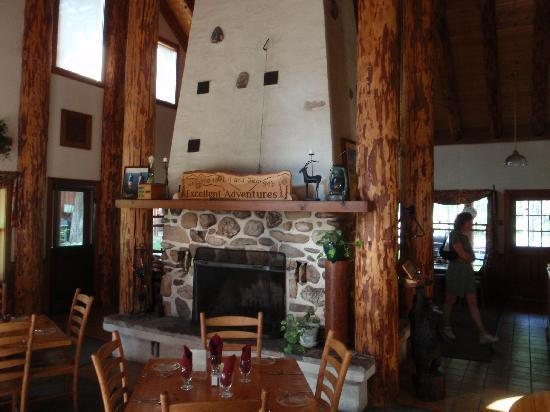 Mazama Country Inn: The dining room