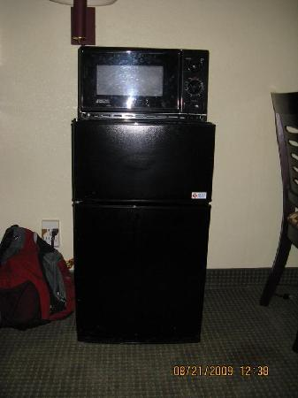 Days Inn Nanuet Spring Valley: fridge and Mic