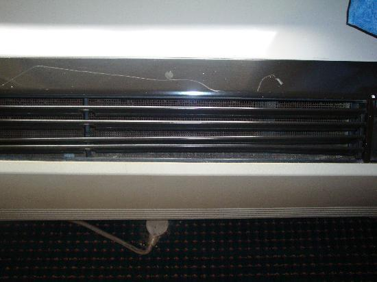 Ramada Pigeon Forge South: A/C unit un 2nd room