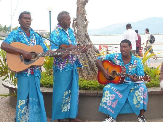 Fiyi: 陽気なおじさんたち☆