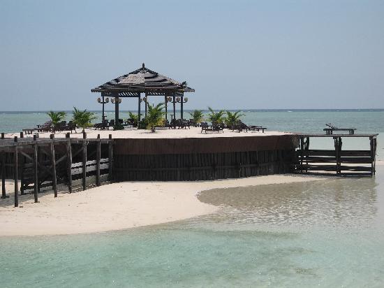 Sipadan Kapalai Dive Resort : Plate-forme artificielle de plage