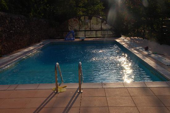 Mas d'Alzon : La piscine