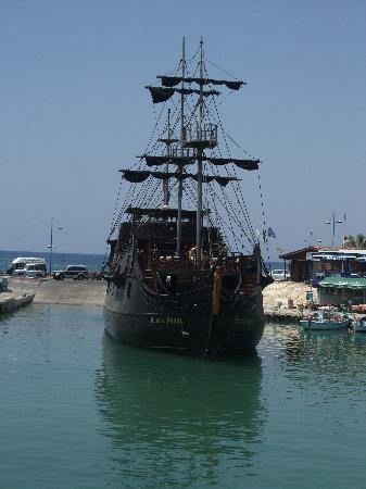 Silver Sands Beach Hotel: More pirates on Black Pearl