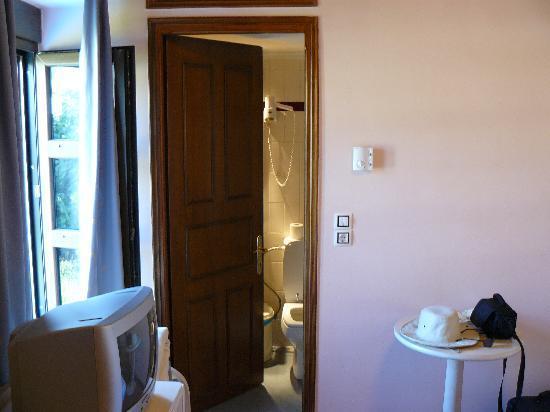 Amfipolis Hotel: Room.