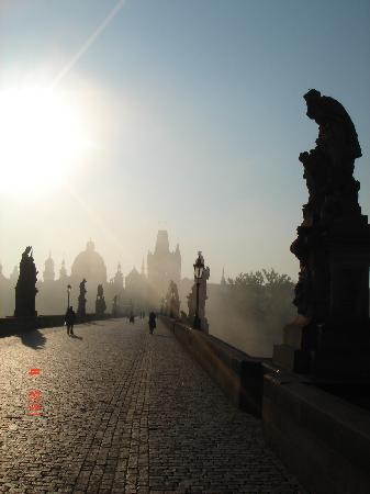 Prague, Czech Republic: Charles' bridge - sunrise