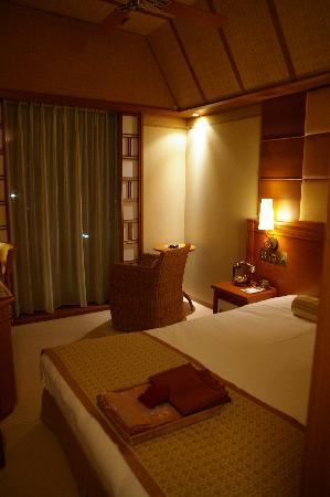 Nanao, Japan: 東南アジアのリゾートホテルのような室内