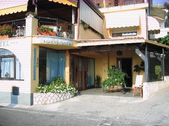 Hotel La Primavera: ingresso