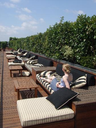 Hotel 1898: rooftop lounging