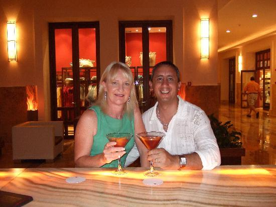 Excellence Playa Mujeres: Cheers ! Our Last Night at the Martini Bar
