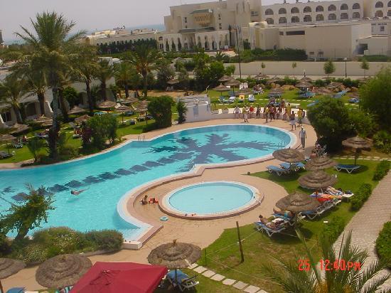 Daphne Bahia Beach: piscine vu des chambres