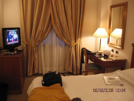 Hotel Excelsior Magenta: Dormitorio