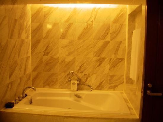 รีเจนท์ ไทเป โฮเต็ล: Bathroom