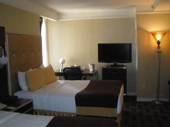 โรงแรมเดอะนิวยอร์คเกอร์: room with 2 beds