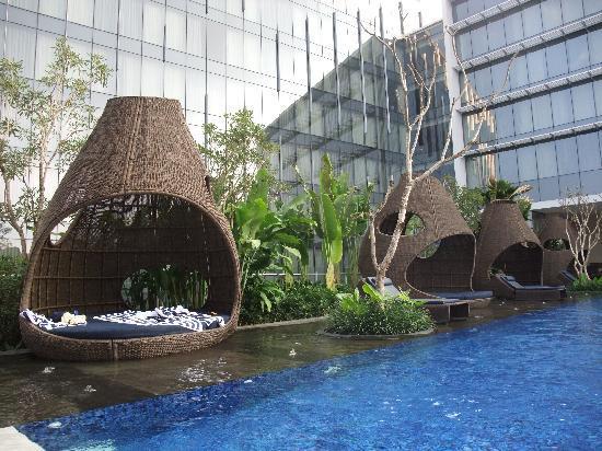 Hilton Bandung: Huts Make For Nice Pool Side Deco