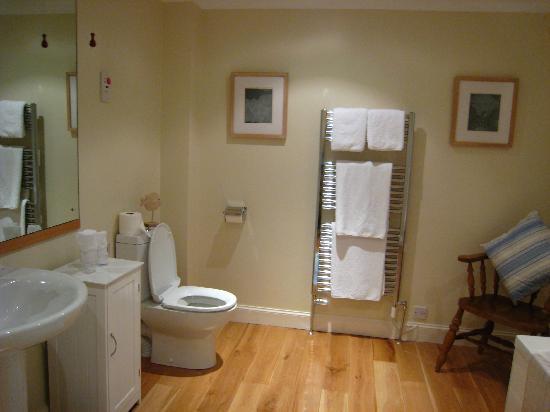 Montague Guest House: Bathroom