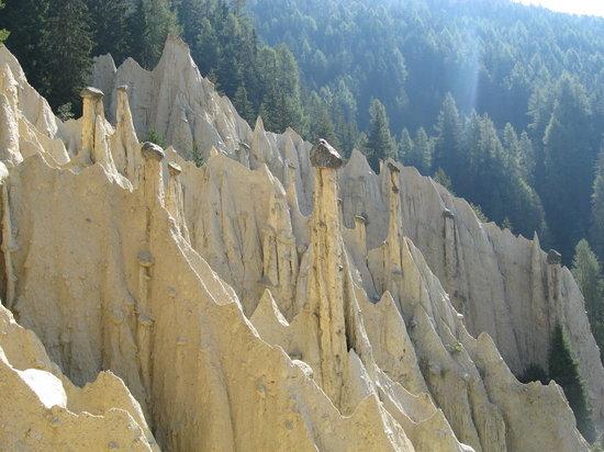 Perca, Italien: Piramidi 1