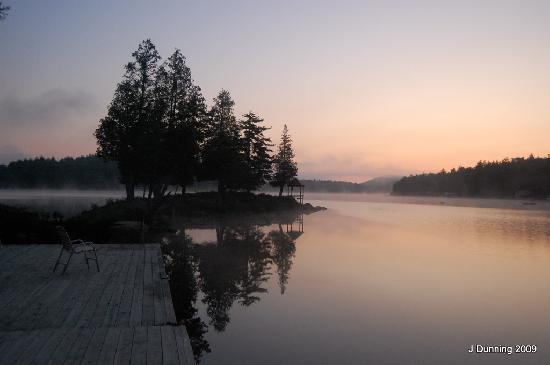 Covewood Lodge: South Bay Sunrise