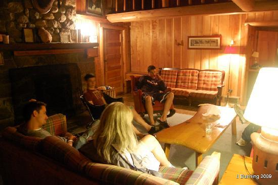 Covewood Lodge: Evening in Lakeside Cottage
