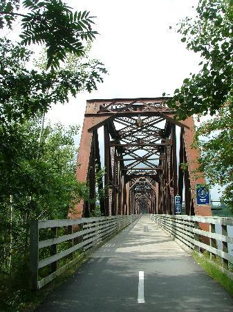 Fredericton, Canada: The old railway bridge to cross the river