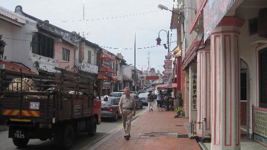 โรงแรมปูริ: Heritage houses in the street where hotel is located