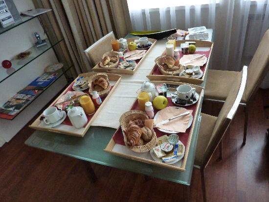 Mamaison Residence Sulekova Bratislava: Breakfast at the dining table