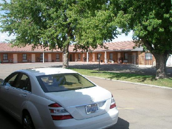 Wayside Motor Inn: Front of hotel