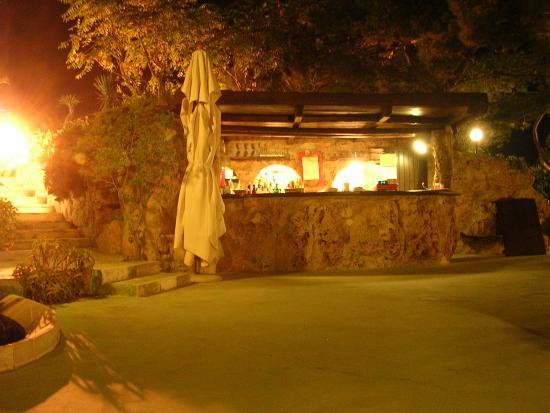 Castellinaria Hotel: Bar all'aperto nella grotta