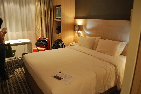 chambre standard lit double foto di mercure paris gare de lyon tgv parigi tripadvisor. Black Bedroom Furniture Sets. Home Design Ideas