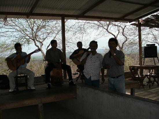 Parque Ecologico Palo Santo: Criolla musicians