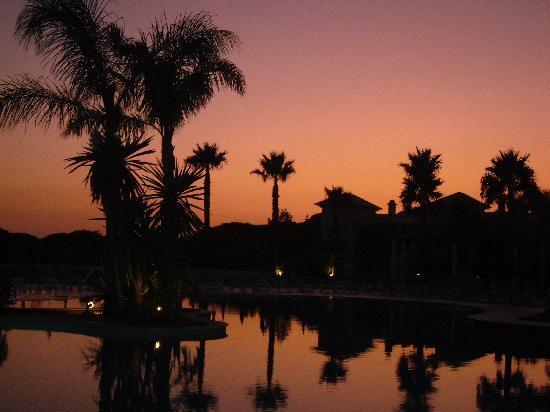 Adriana Beach Club Hotel Resort: sunset over the pool