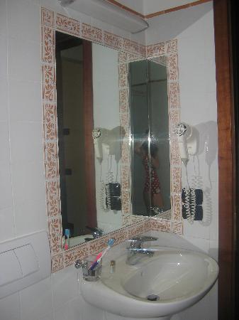 Hotel Caravaggio: baño