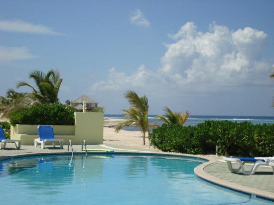 Wyndham Reef Resort: One of the Reef pools