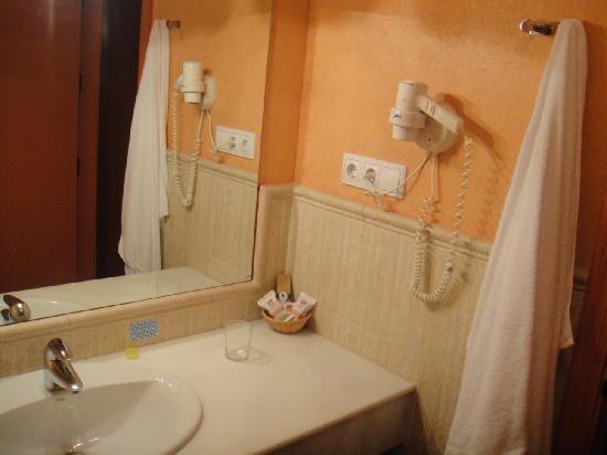 Ba o encimera lavabo y secador photo de alboran - Encimeras lavabos bano ...