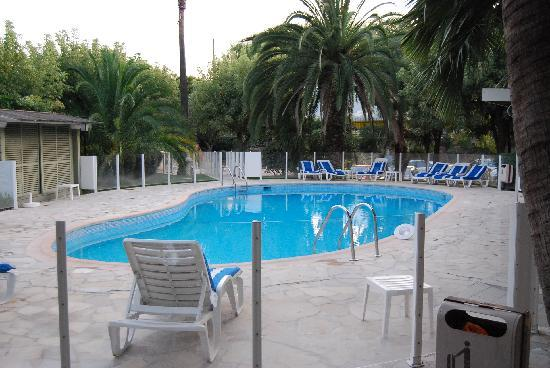 Hotel Le Servotel Castagniers: Piscina