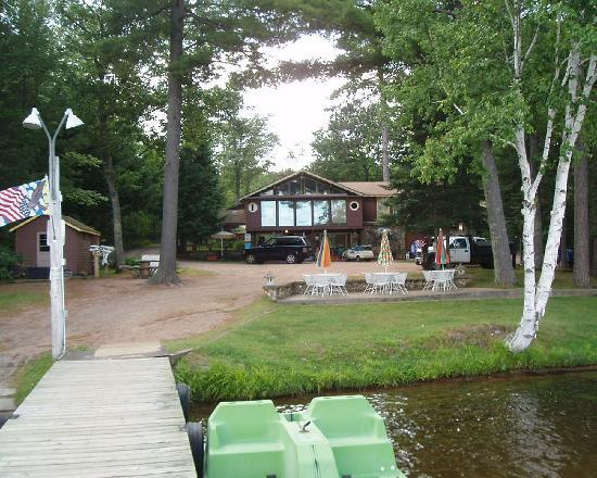 Gypsy Villa Resort: Office seen from dock